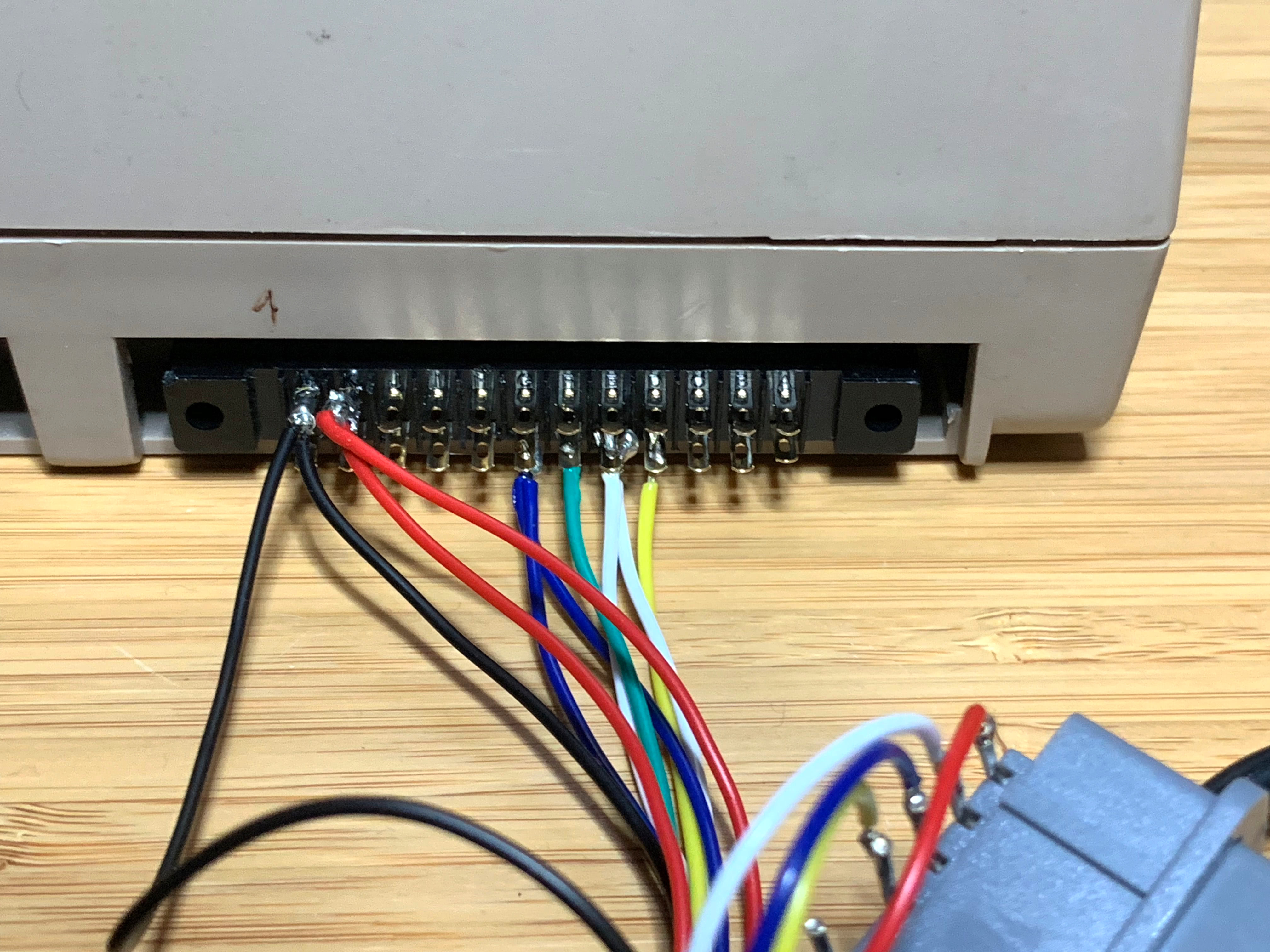 NES and SNES Controllers on a 6502 (like the C64) – pagetable com